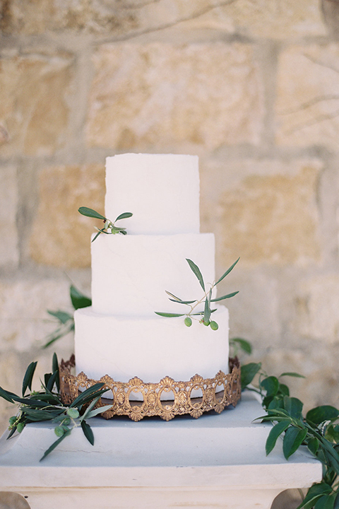 Santa-barbara-outdoor-wedding-at-sunstone-winery-wedding-cake