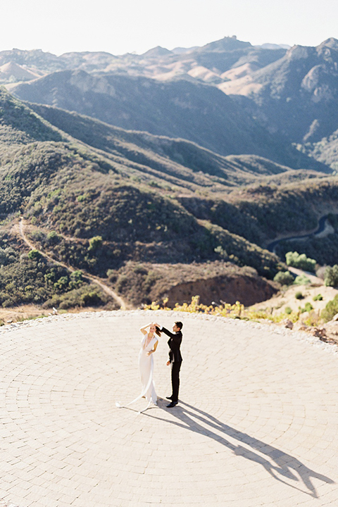 Malibu-rocky-oaks-valentines-day-wedding-shoot-bride-and-groom-dancing