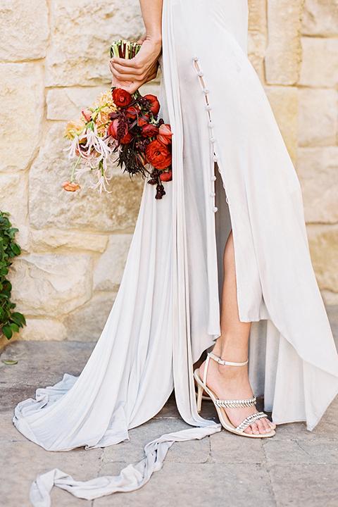Malibu-rocky-oaks-valentines-day-wedding-shoot-bride-holding-bouquet