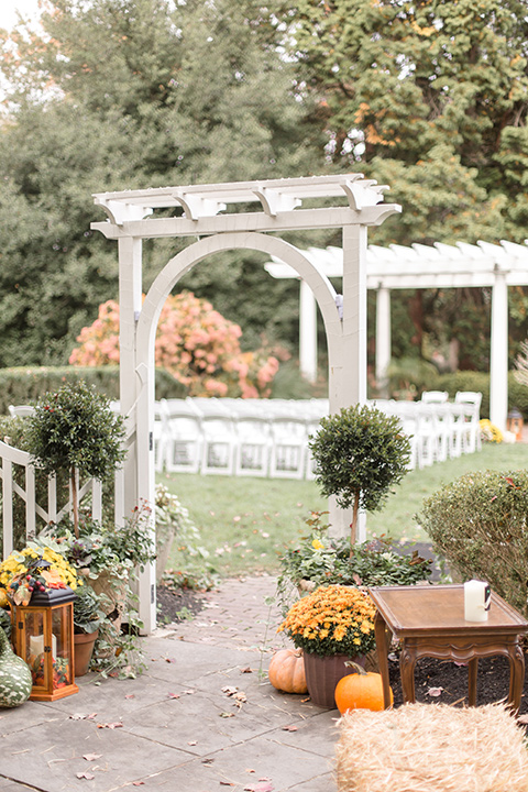 outdoor décor with fall vibes with colorful leaves and pumpkins