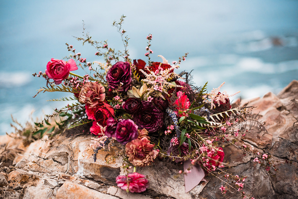 avila-beach-elopement-shoot-florals-in-red-and-deep-pink-tones