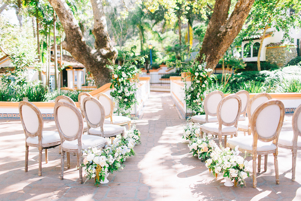 Rancho-las-lomas-blue-shoot-ceremony-space-with-light-wood-details-and-white-and-green-florals