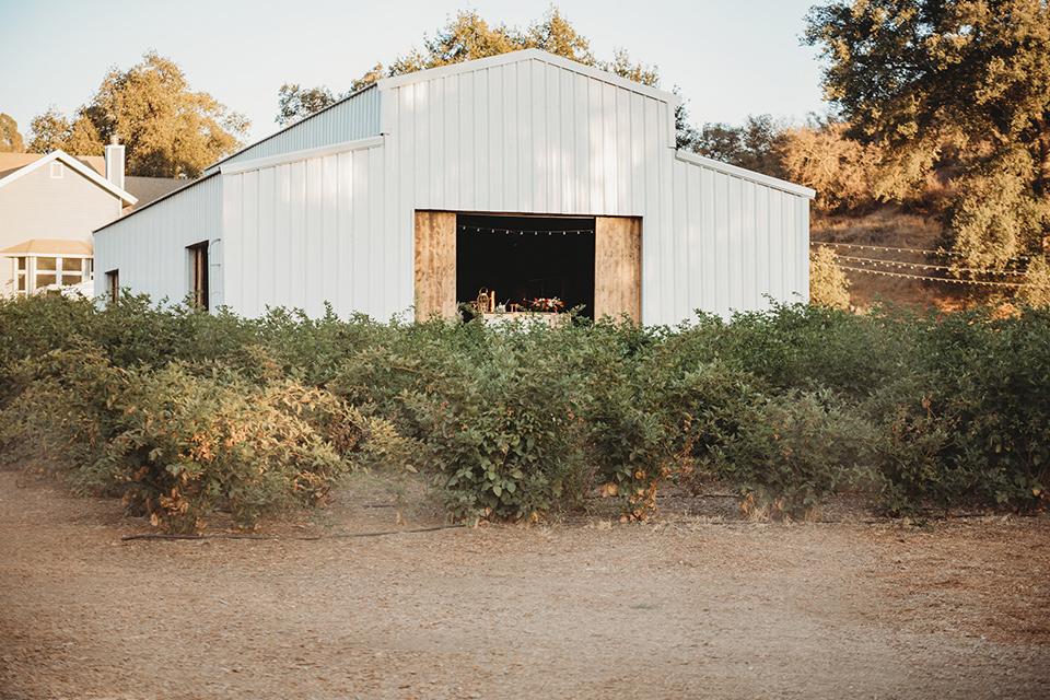 owl-creek-farms-building-of-venue