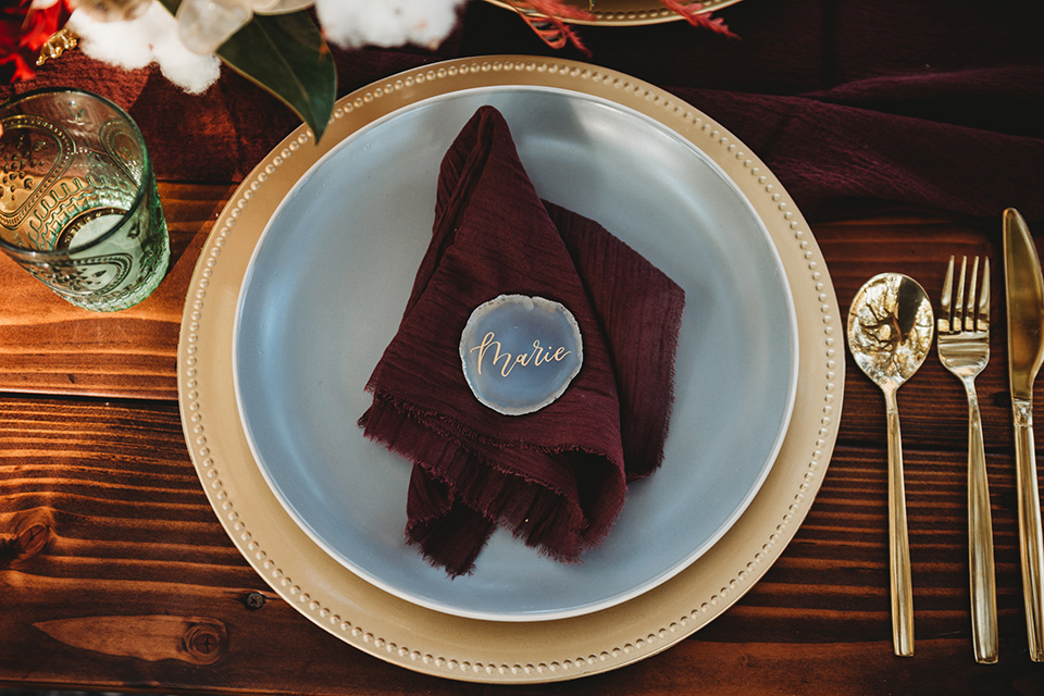 owl-creek-farms-plates-and-décor-with-gold-charger-plates-white-plates-and-gold-flatware