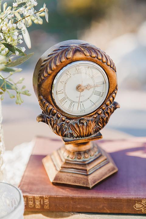 chateau-raquel-romantic-wedding-clock-decor