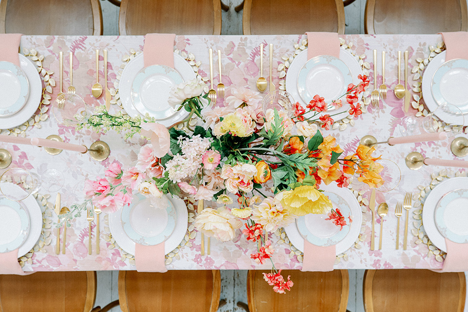 pink and white floral linen with gold charger plates and flatware