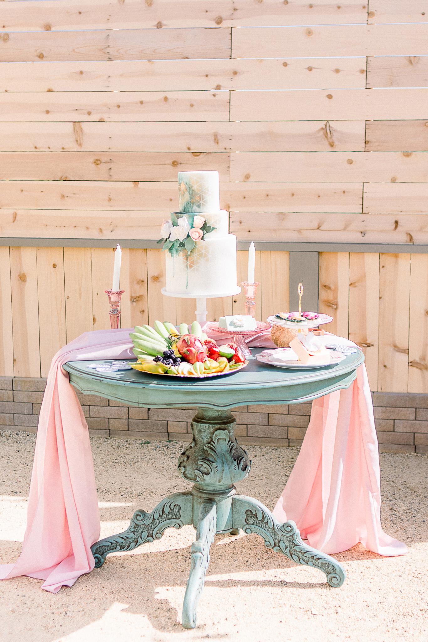 emerald-peak-temecula-wedding-cake-table