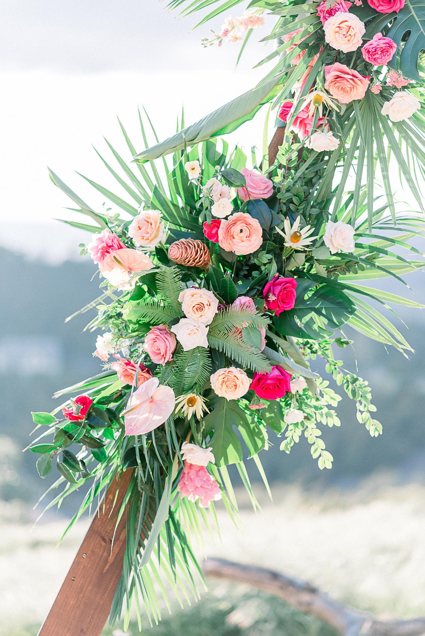 emerald-peak-temecula-wedding-close-up-on-ceremony-arch