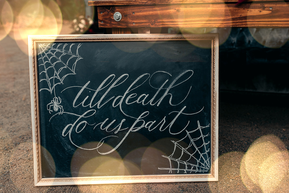 Halloween-chalkboard-sign