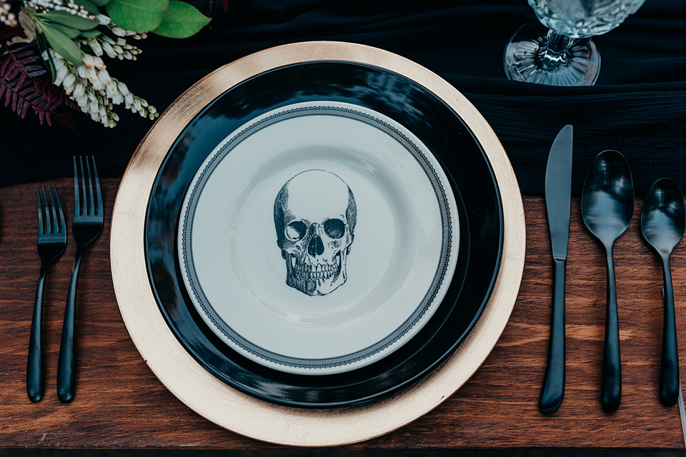 Halloween-flateware-with-a-skull-on-it