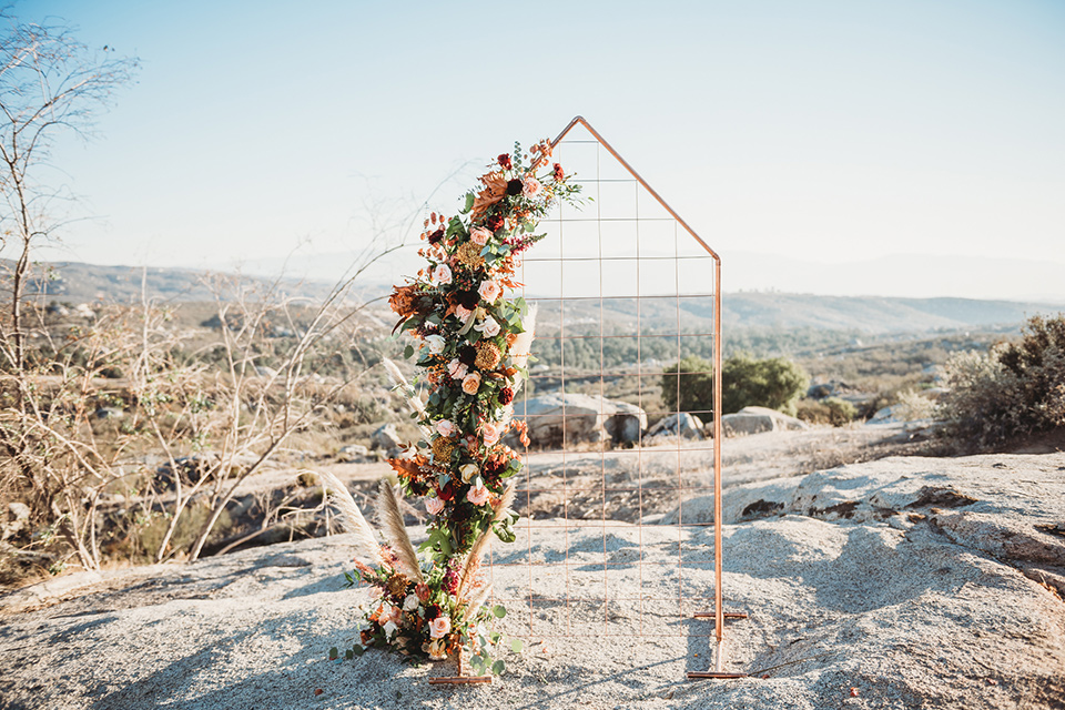 Moonflower-Ranch-Shoot-ceremony-geometric-arch