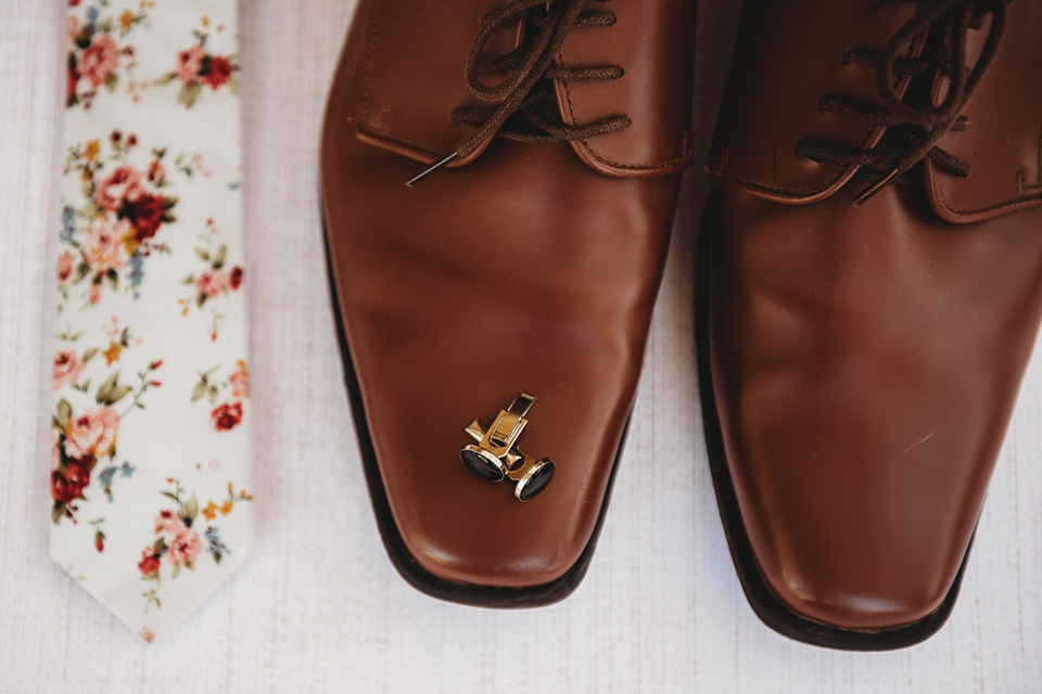 Moonflower-Ranch-Shoot-groom-accessories-with-brown-shoes-and-floral-tie