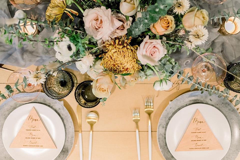 The-Harper-Shoot-table-settings-and-flowers-with-geometric-menu-cards-and-yellow-flowers