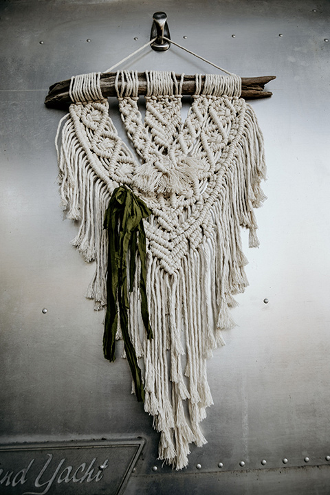retro-ranch-styled-shoot-macrame-details
