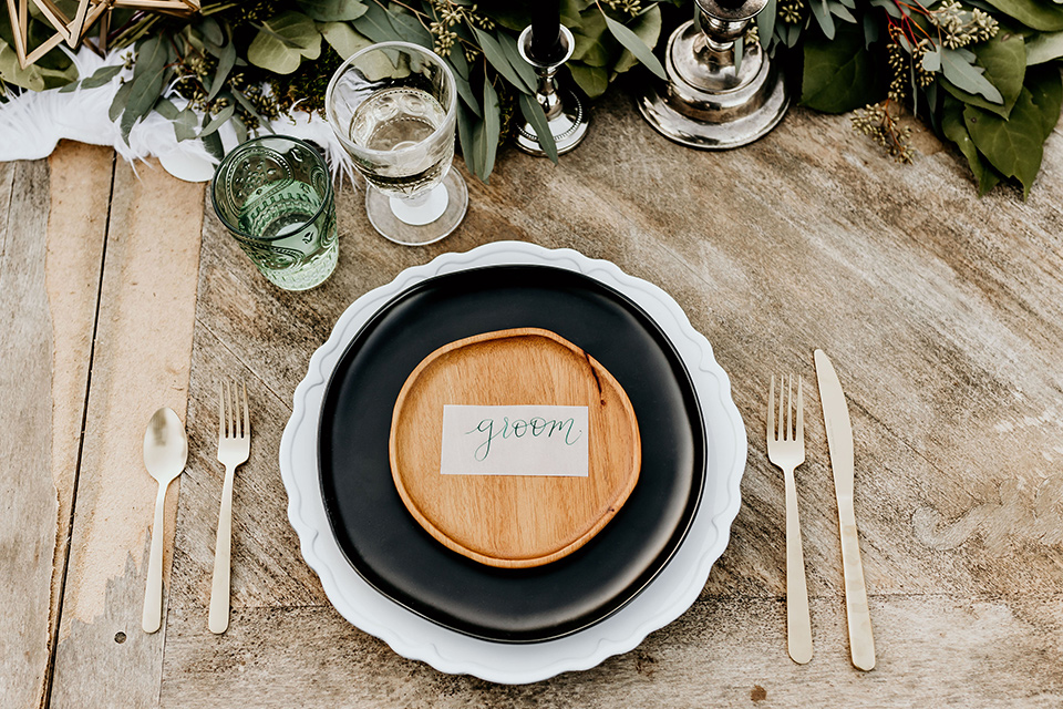 retro-ranch-styled-shoot-table-décor-with-a-wooden-table-and-bohemian-inspired-plates-and-goldware