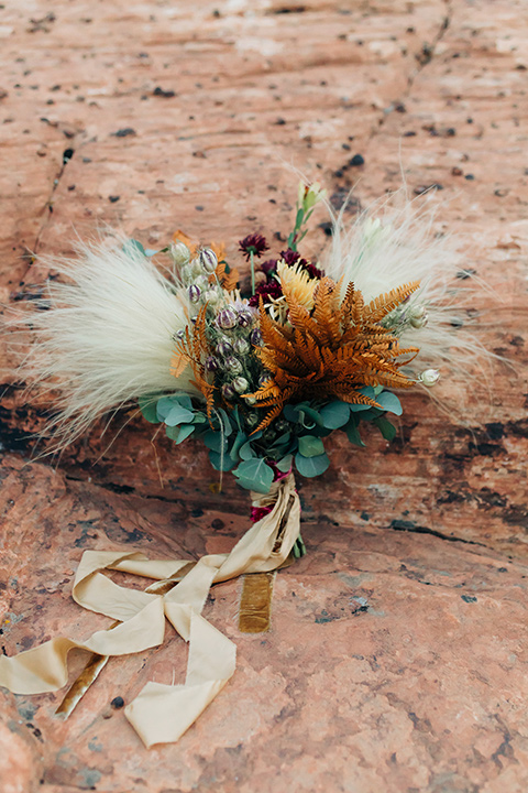 Utah-snow-canyon-shoot-boutonniere-with-feathers-and-neutral-colored-florals