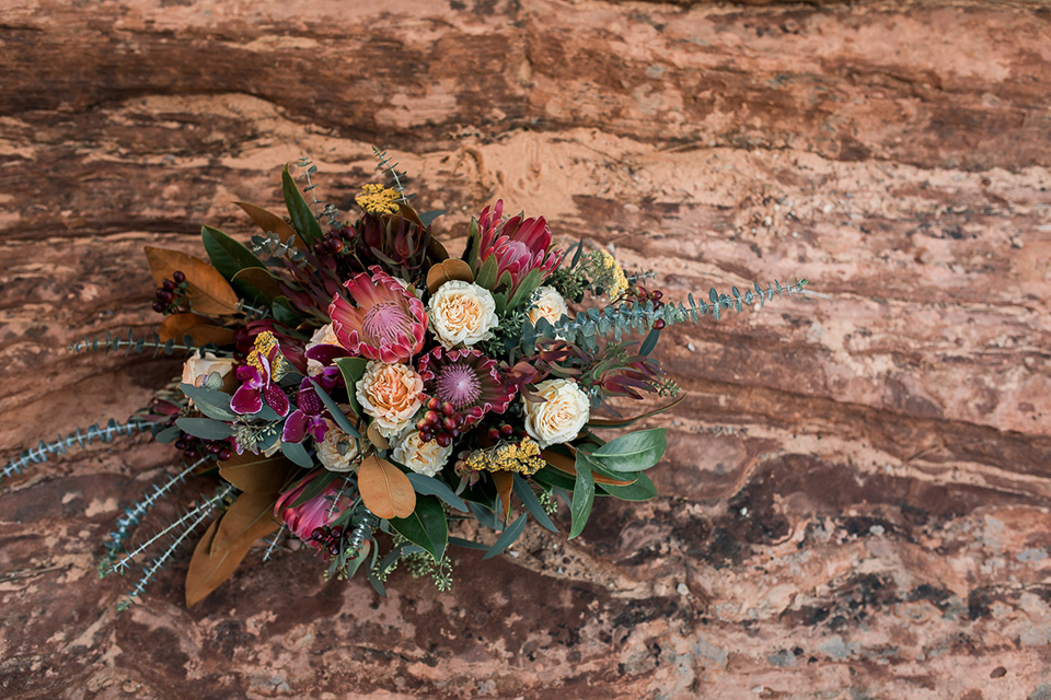 Utah-Shoot-florals-in-deep-burgundys-and-red-tones