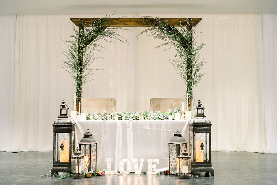 community-church-wedding-sweetheart-table-with-white-linen-and-candles