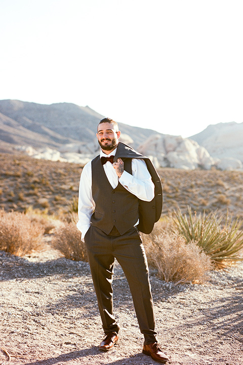 red-rocks-shoot-goom-standing-alone-groom-in-a-grey-suit