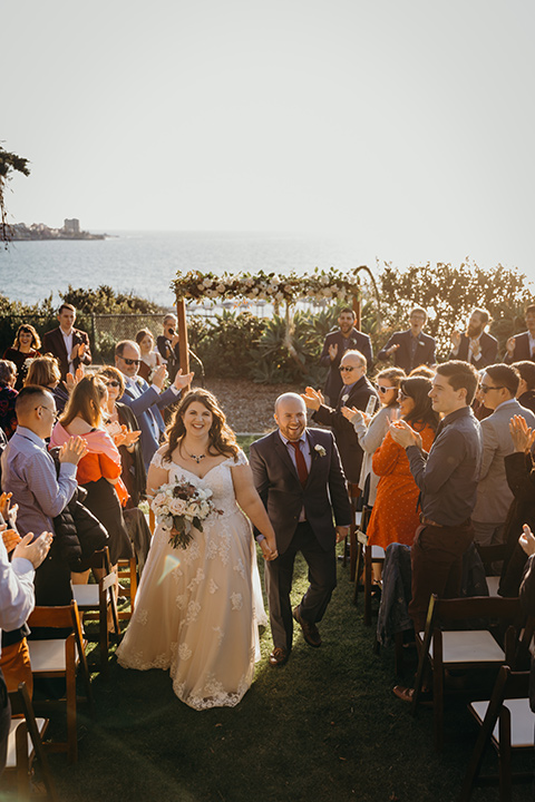 la-jolla-wedding-groom-in-a-dark-blue-suit-with-a-light-blue-shirt-and-red-tie-bride-in-a-tulle-ball-gown