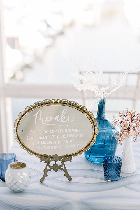 table with beach décor and blue details